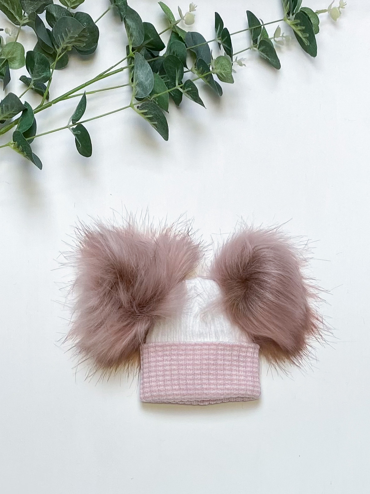 White & Rose 1st Size Double Pom Hat